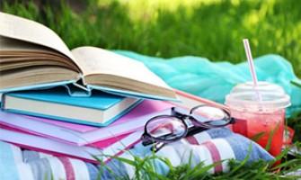 С книга в ръка през топлите месеци - колко и какво се чете през лятото?